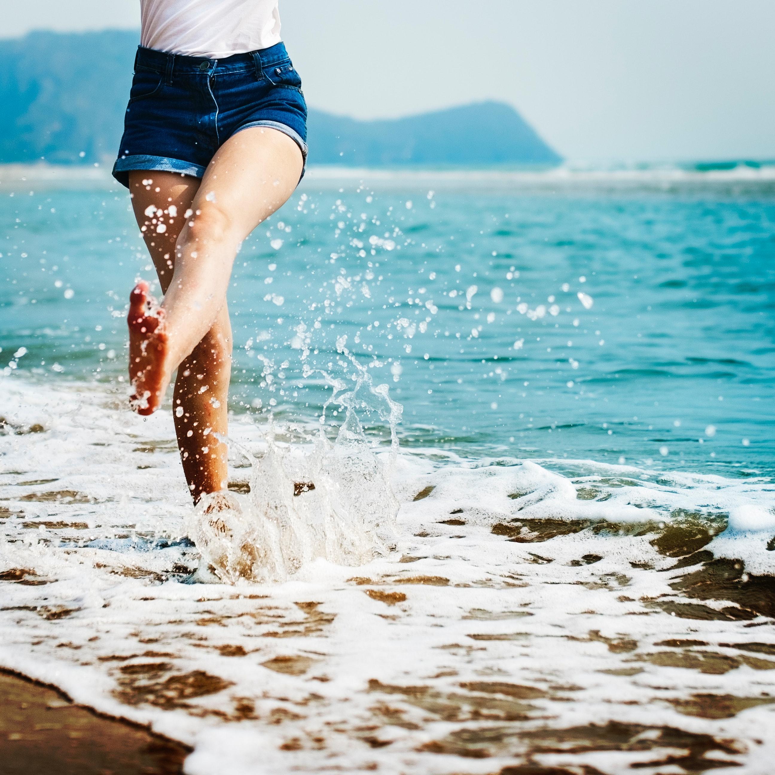barefoot-beach-blur-296879