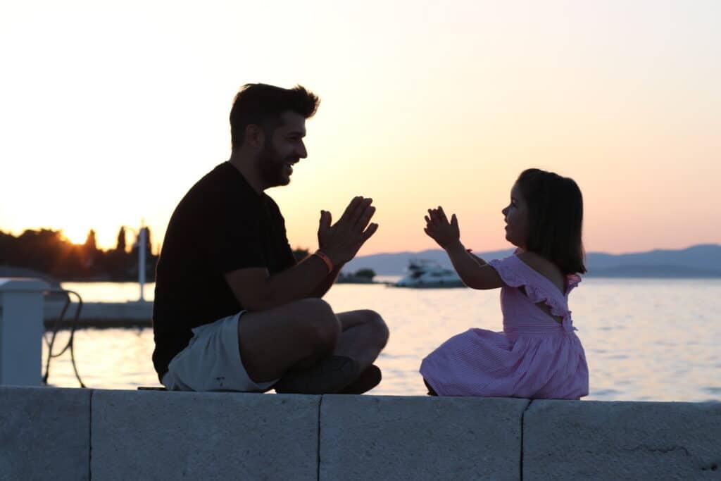 Montrer son enfant sur les réseaux sociaux threeminds